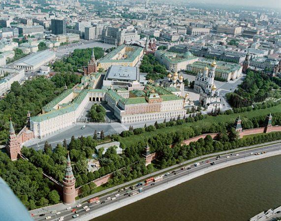 Колокольня Ивана Великого в составе архитектурного ансамбля Соборной площади Кремля