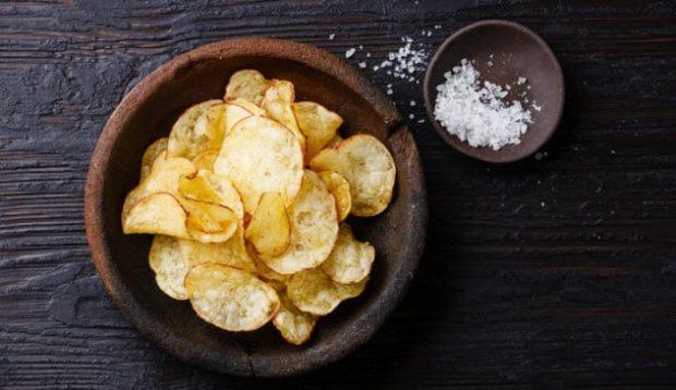 Чипсы и соль