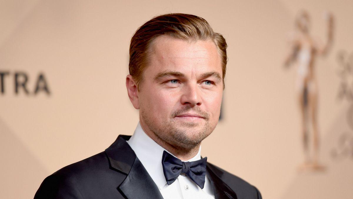 Leonardo DiCaprio está descansando con una joven modelo.