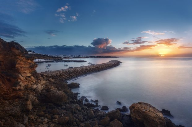 Каменный молл на юге Португалии