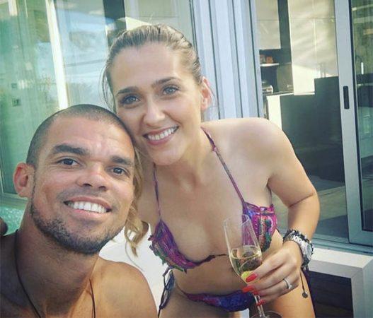 самые уродливые футболисты и их жены