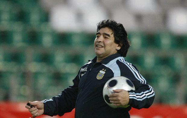 Знаменитый футбольный левша Марадона