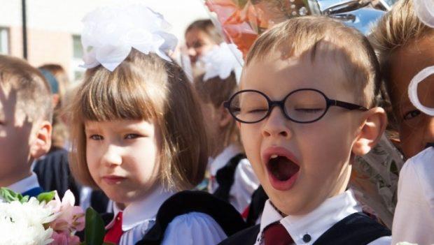 радостные дети на первое сентября
