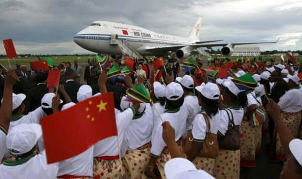 Самолёт китайских авиалиний в Африке