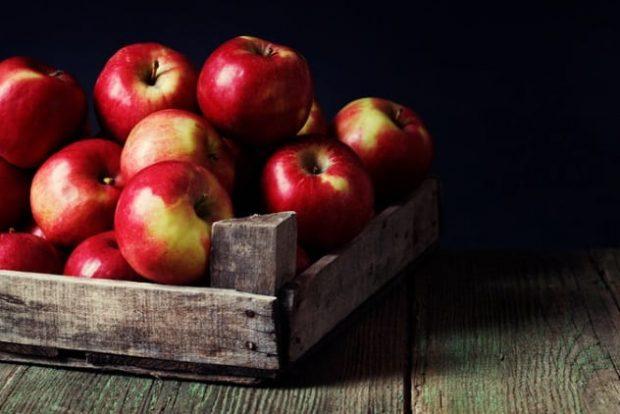 Ящик с яблоками