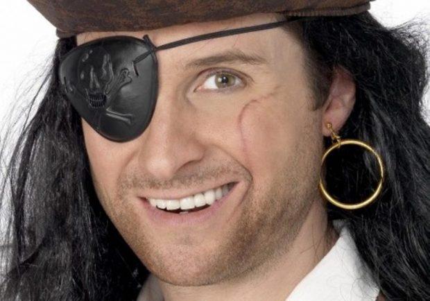 Пират с серьгой