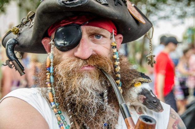 Пират с глазной повязкой