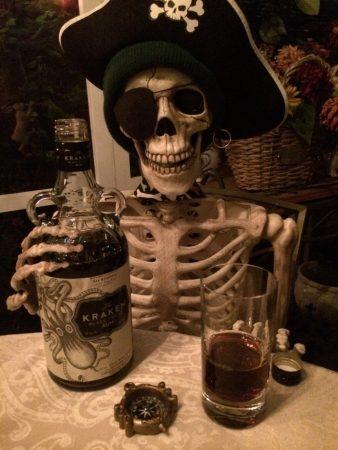 Скелет с бутылкой рома