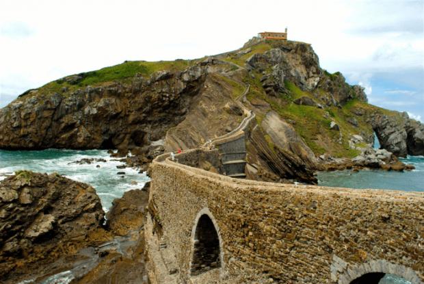 Лестница на острове Сан-Хуан-де-Гастелугаче (Испания)
