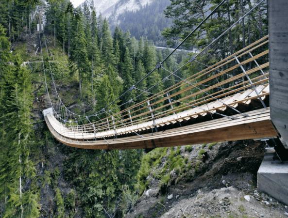Лестница через ущелье Траверсинертобель (Швейцария)
