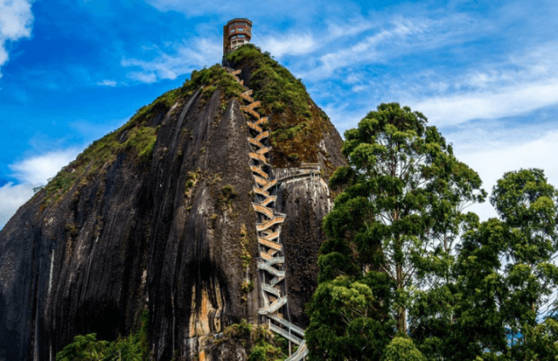 Лестница в Эль-Пеньон-де-Гуатапе (Колумбия)