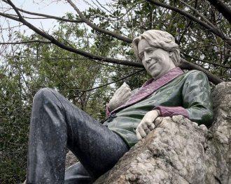 Памятник Оскару Уайльду