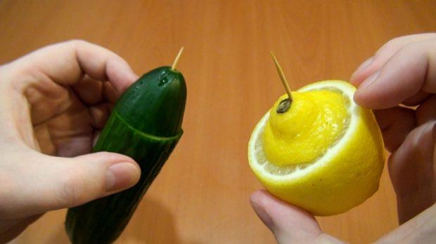 огурец и лимон с зубочисткой