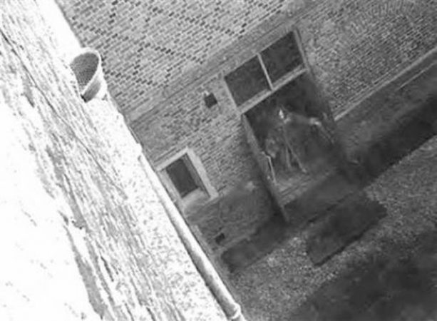 Призрак в дверях дворца Хэмптон Корт