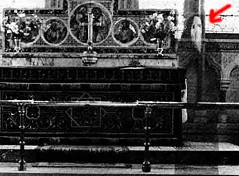 Призрак в английской церкви