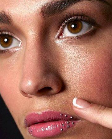 Стразики на губах
