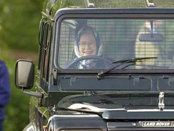 Елизавета II за рулём