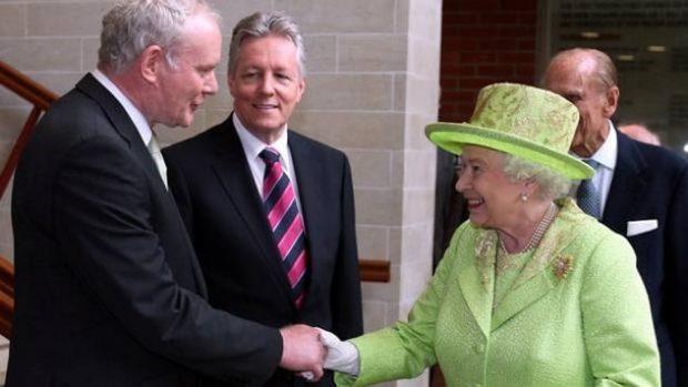 Встреча королевы Елизаветы и Макгиннеса