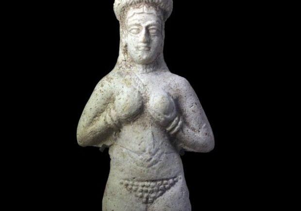 Статуя голой женщины