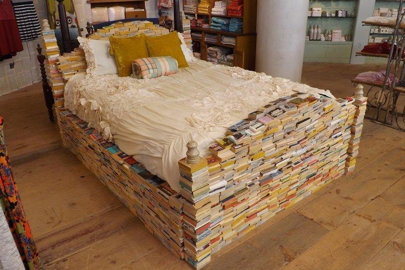 Странная кровать