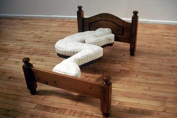 Неудобная кровать