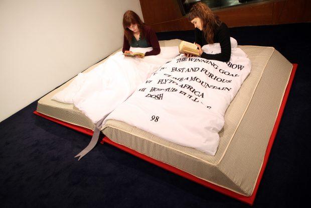 Кровать для книгоманов