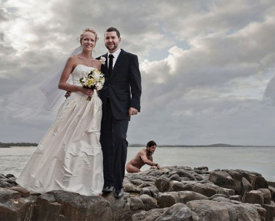 Решил искупаться-попал в «свадебный» кадр