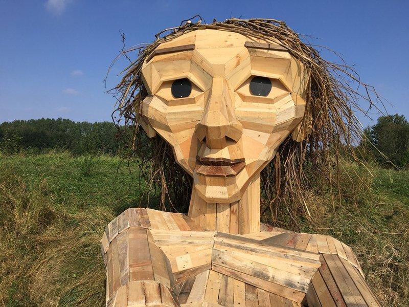 Скульптуры гигантских троллей из Дании — подборка фото