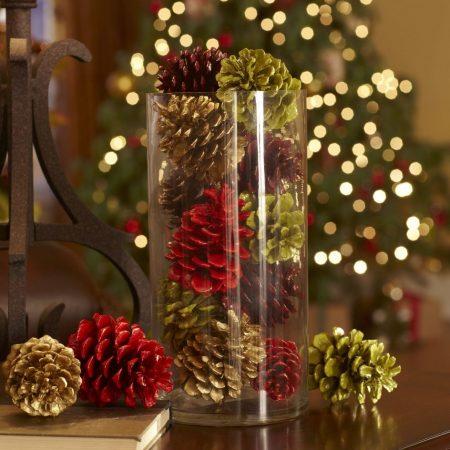 новогодний декор из шишек