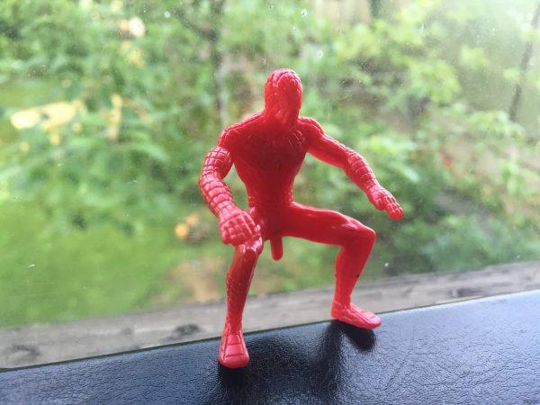 Человек-паук, присядь на свой транспорт, не смущай