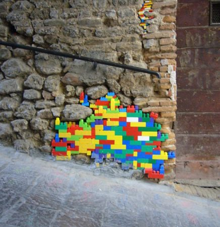 Repair of houses with the help of Lego