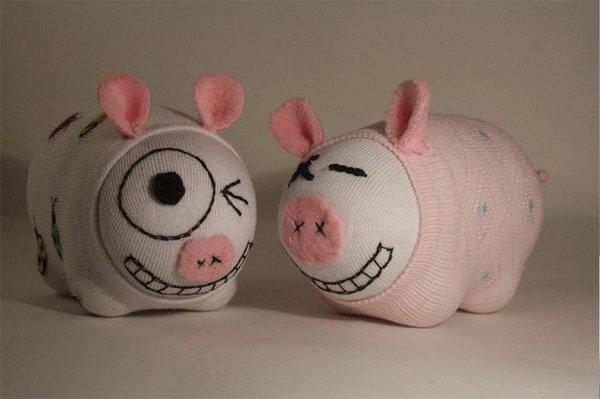 Свинки из носков