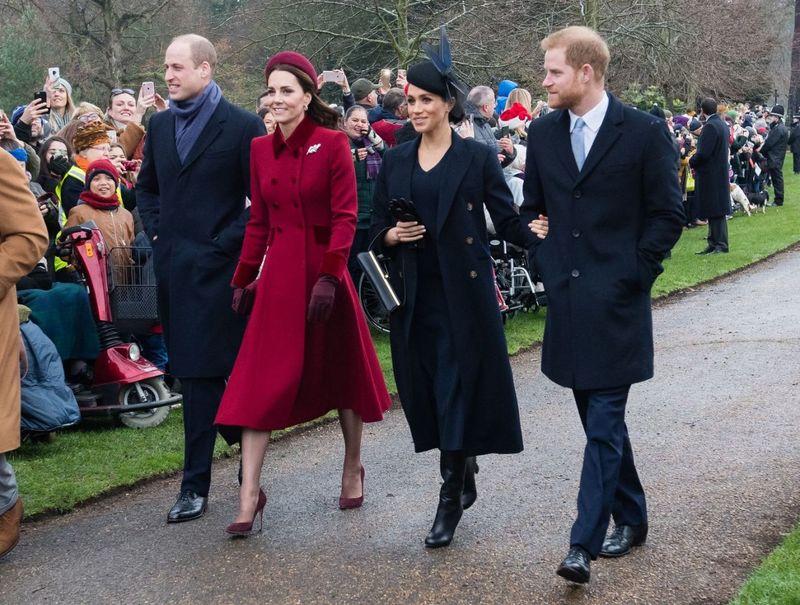 Королевская семья на Рождественском богослужении — фото