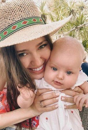 жена тарасова с ребенком