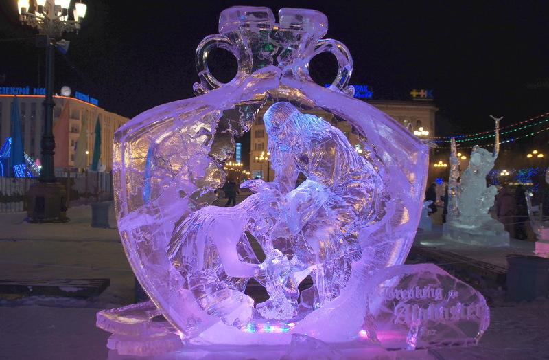 Красивая ледяная скульптура