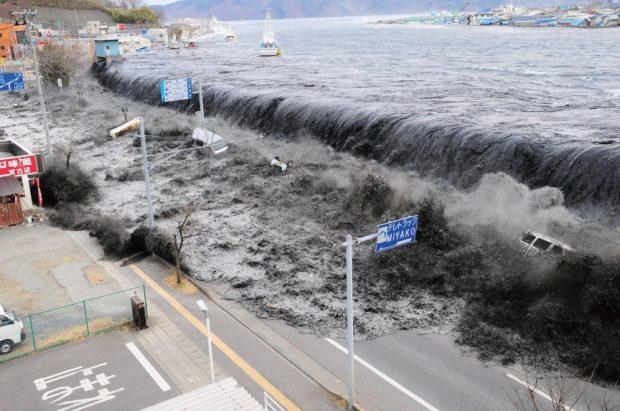 Землетрясение перед цунами в Японии
