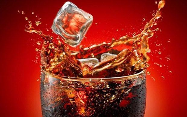Стакан с кока-колой