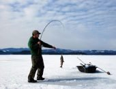 рыбак нашел газ