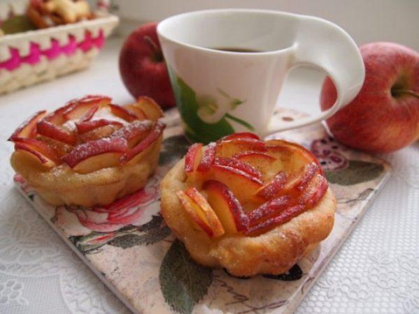 Пирожные с яблоками