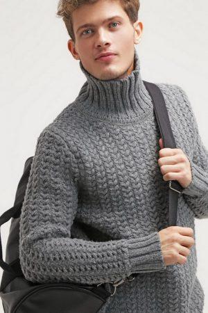 Молодой человек в свитере