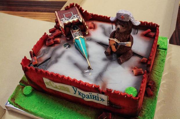 Торт в виде руин Кремля