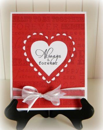 Красная открытка с сердечком и бантиком