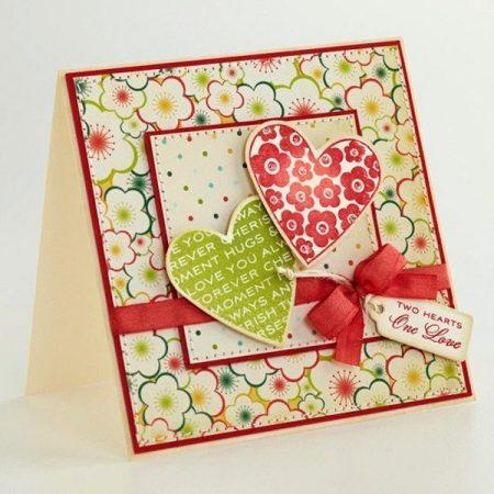 Открытка из бумаги в цветочек и сердечками