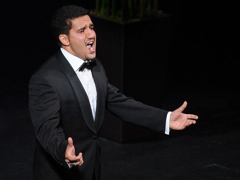 Казанский театр разорвал контракт с певцом из-за его роста