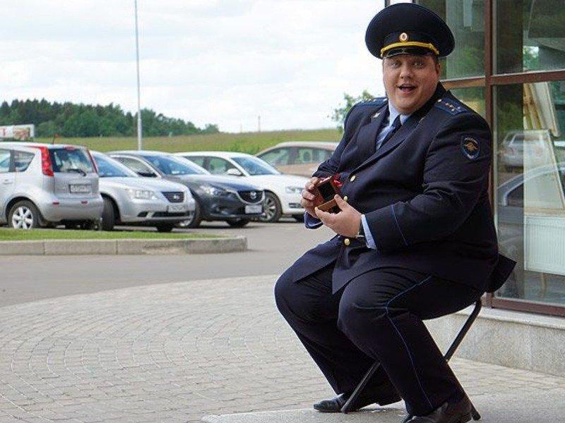 пинок полицейскому
