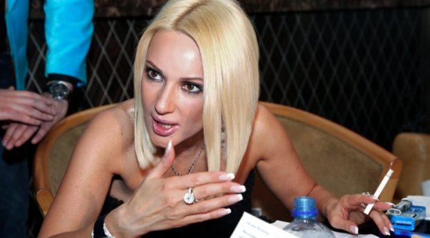 Lera Kudryavtseva no dejó de fumar.