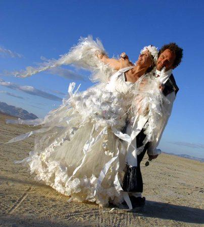 Платье из пластика