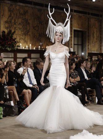 Странный головной убор невесты