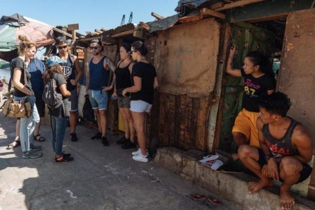 Туристы в трущобах
