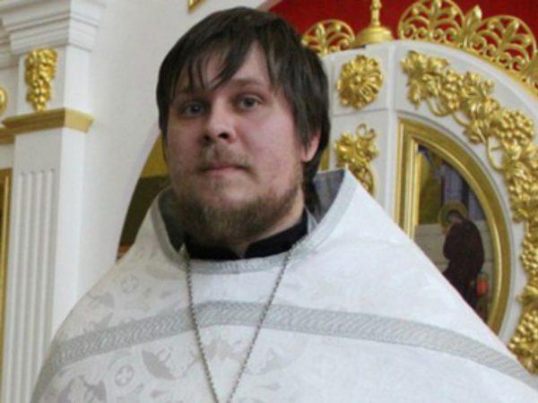 Погасивший ипотеку на деньги прихожанки священник вернулся к службе